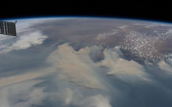Australia fires: Smoke to make 'full circuit' around globe, Nasa says
